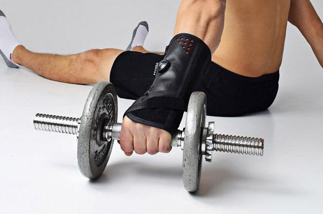 orteza na siłowni